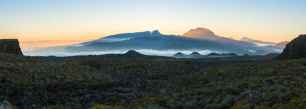 Vue du Piton des Neiges depuis le Volcan de l'île de La Réunion